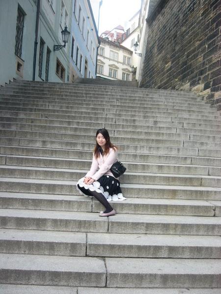 空無一人的長階梯