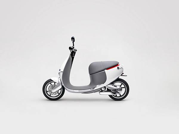 Gogoro-Smartscooter-Left-Profile-0617.jpg