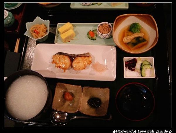 小魚兒的主餐是稀飯+魚