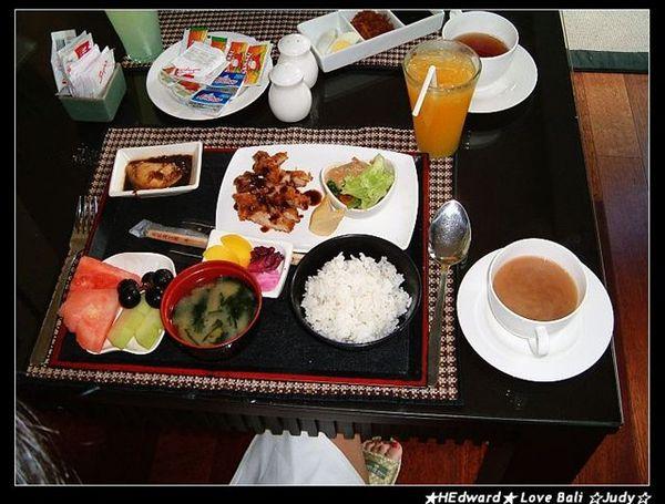 小魚兒點的是豪華日式餐