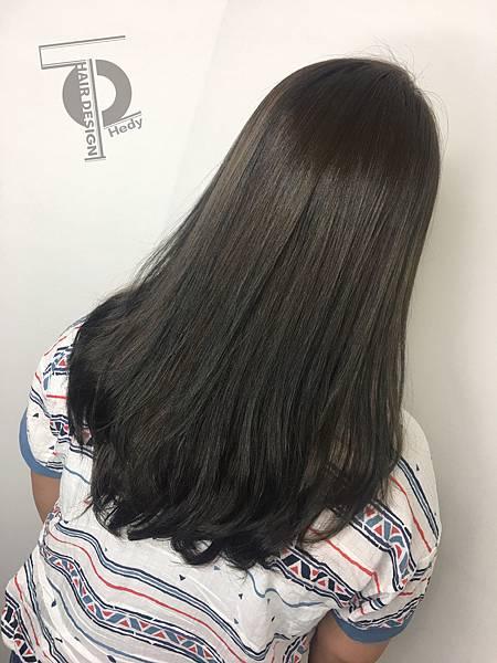 髮尾C型燙+綠咖啡&淺棕線條挑染