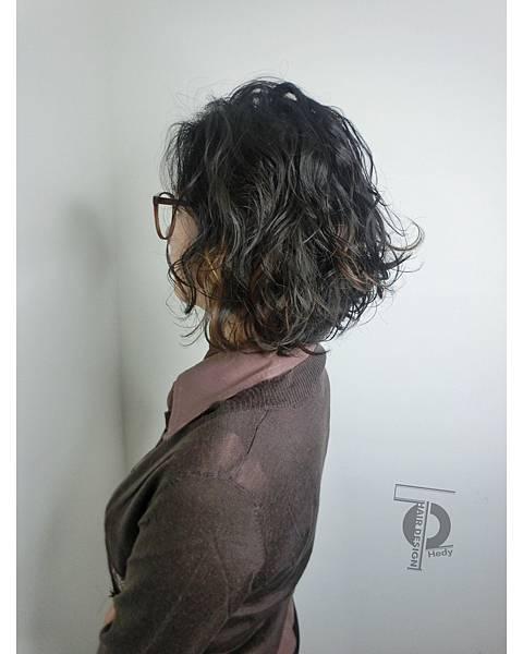 蓬鬆卷~此造型要用烘罩烘乾頭髮喔