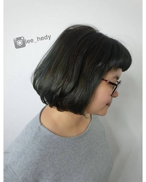 color:墨綠+線條挑染棕色 &髮尾C型燙