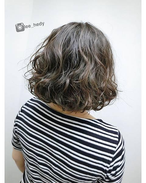 慵懶卷短髮