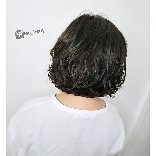 短髮手撥燙&霧綠色+淺棕挑染