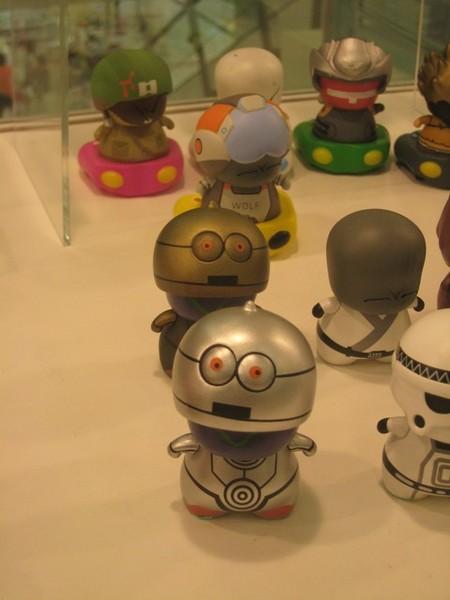 這兩隻星戰機器人C3P0笨得讓人捧腹大笑~