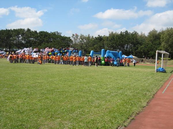 大場上擠滿了院慶運動會的工研院人