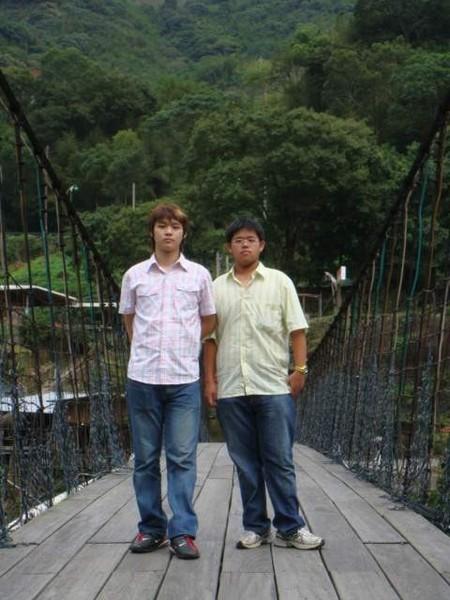 感覺很危險的騰龍吊橋