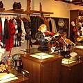 櫃檯旁的商品販賣區