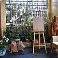 櫃檯前面的庭園