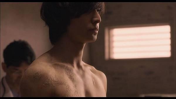2013電影《腦男》劇照:裸體奪人眼球XD