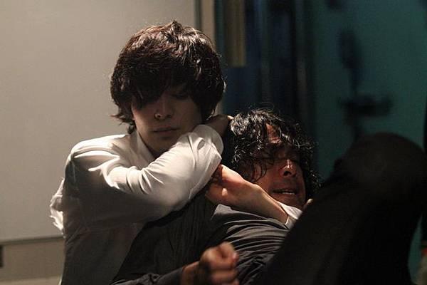 2013電影《腦男》劇照:斗真與江口洋介的戰爭