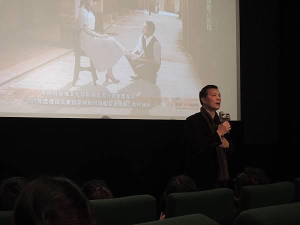 知名劇評人蔡詩萍(世新講師耶,不知道我就讀那幾年他是否就在了...)