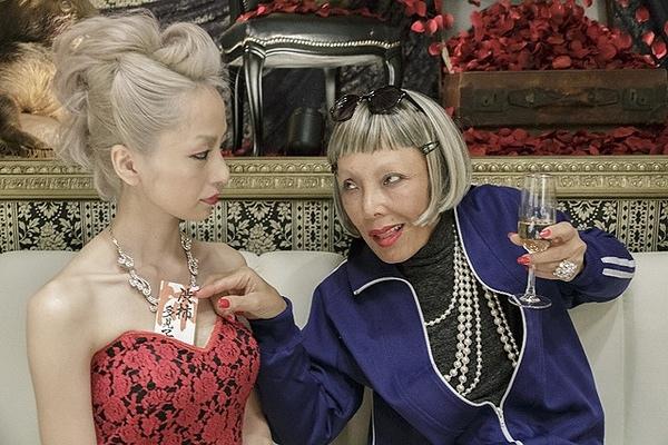 2014電影《三分之一:逆轉賭局》的蕾絲邊老太婆