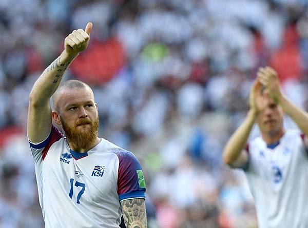 2018年世界盃小組賽第一輪冰島1:0阿根廷:在2018年世界盃第一戰再度昂首以「冰島奇蹟」之名昂首步出球場。