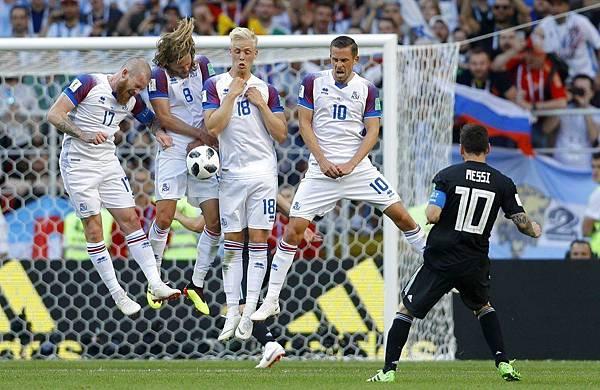 2018年世界盃小組賽第一輪冰島1:0阿根廷:阿根廷全場狂射門27次,但只有7次射正,多數射門全被冰島人牆陣擋下。