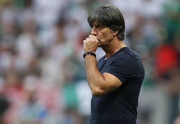 2018年世界盃小組賽第一輪德國0:1墨西哥:德國主帥勒夫(Joachim Low)擅長傳控戰術,但遇上墨西哥的瘋狂攻勢卻顯得難以招架。