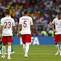 2018年世界盃小組賽第一輪波蘭1:2塞內加爾:中場供輸出狀況,波蘭全能神鋒萊萬多夫斯基(右)也獨木難撐大局,低頭面對輸球結局。