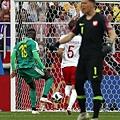 2018年世界盃小組賽第一輪波蘭1:2塞內加爾:如果波蘭沒有發生致命失誤,讓塞內加爾撿便宜輕鬆攻入空門,最後可能是戰平的結果。