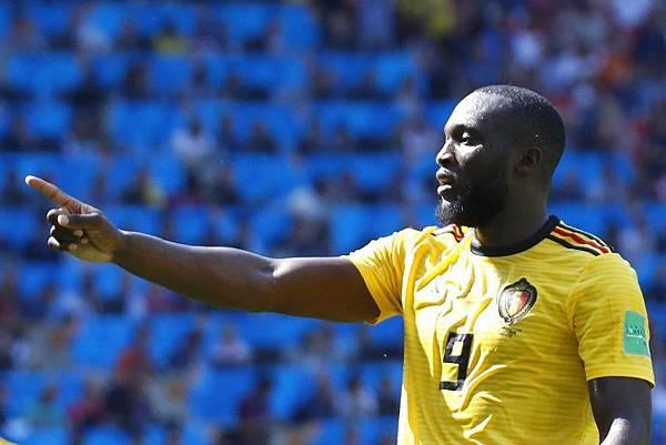 2018年世界盃小組賽第二輪比利時5:2突尼西亞:盧卡庫連續兩場都是梅開二度,以4球追上C羅並列金靴獎第一。
