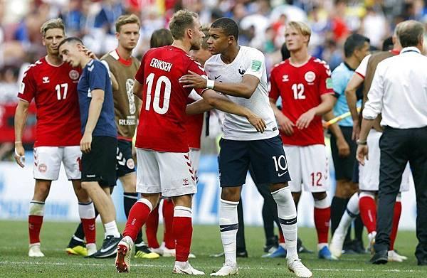 2018年世界盃小組賽第三輪丹麥0:0法國:法國、丹麥0:0踢和,攜手晉級16強。