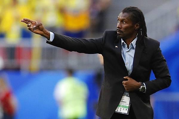 2018年世界盃小組賽第三輪塞內加爾0:1哥倫比亞:型男主帥西塞為塞內加爾打造的攻守平衡體系確實讓人眼睛一亮,很可惜無法在16強繼續看到他的身影。
