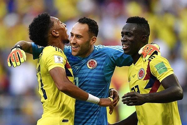 2018年世界盃小組賽第三輪塞內加爾0:1哥倫比亞:哥倫比亞分組第一進16強,球員相互擁抱慶祝。