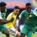 2018年世界盃小組賽第三輪塞內加爾0:1哥倫比亞:J羅有傷在身提前退場,前鋒法考(中)全場總被迫在不舒服的位置拿球,攻擊力大減。