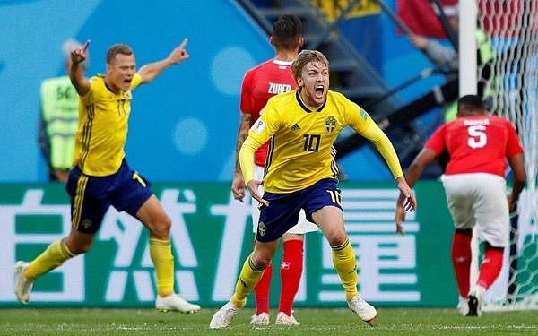 2018世界盃16強淘汰賽瑞典1:0瑞士:佛斯貝治(10號)幸運進球,瑞典淘汰瑞士。