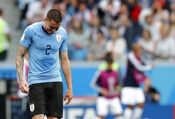 2018世界盃8強淘汰賽法國2:0烏拉圭:眼見輸球態勢底定,烏拉圭球員在比賽快結束時眼淚已經潰堤。