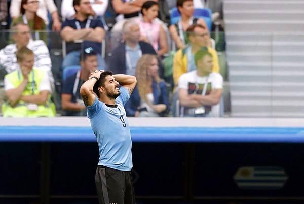 2018世界盃8強淘汰賽法國2:0烏拉圭:少了好搭檔卡巴尼,烏拉圭蘇亞雷斯也感受到像阿根廷梅西般孤立無援的感受。