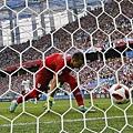 2018世界盃8強淘汰賽法國2:0烏拉圭:烏拉圭門將發生奶油手失誤,落後2球讓比賽幾乎宣告死刑。