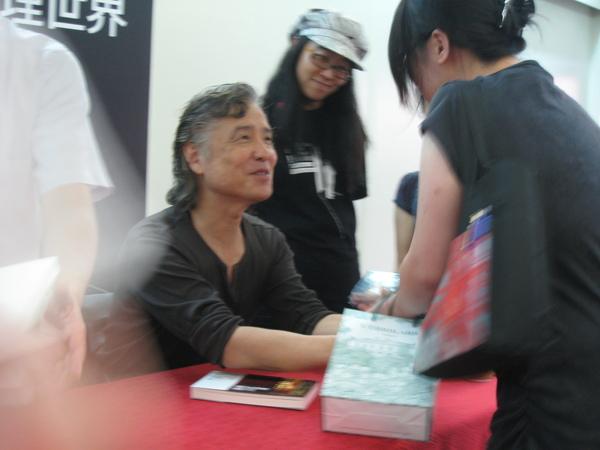 ㄟㄟ,我可是也有跟島田握了三次手!