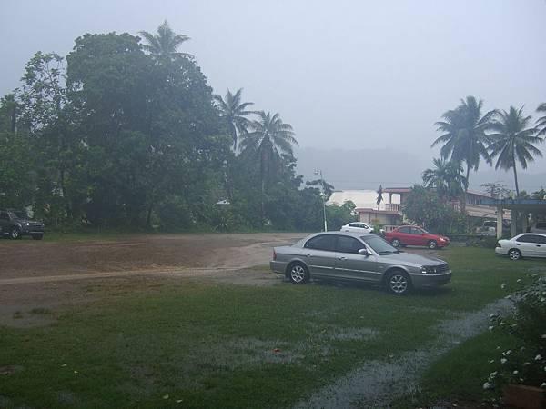 淅瀝瀝的超級大雨整夜到清晨
