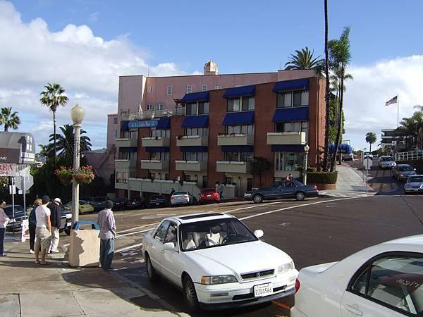 La Jolla是個高高低低的坡地高級住宅區