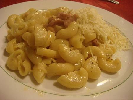 pasta+Emmental起司絲