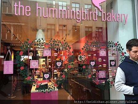 hummingbird cupcake