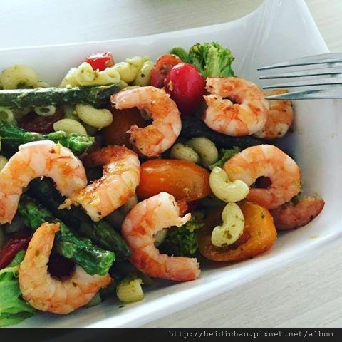青醬蝦蘆筍義大利麵沙拉