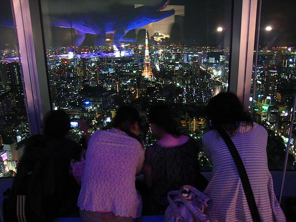 IMG_4957Dears~酷斯拉都來攻擊東京鐵塔了...還在聊!!.JPG