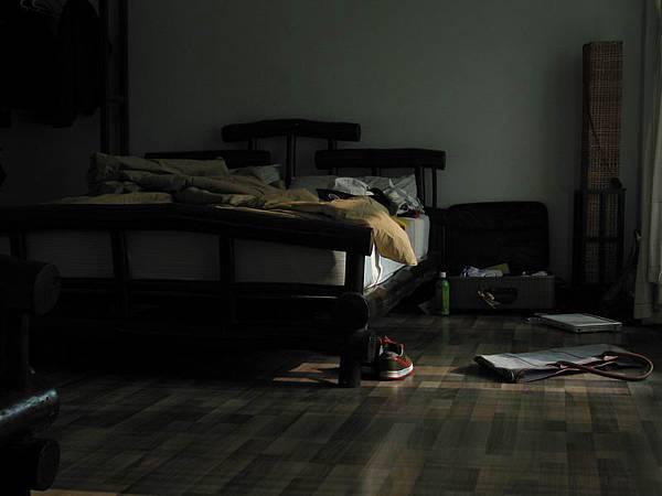 023【Lamphu House】清晨的房內一角....雖然有點亂,但很真實.很生活.很有fu.JPG