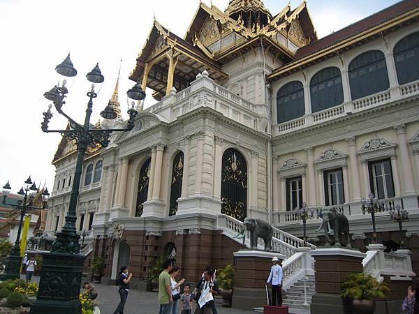 109皇宮,不過當今泰皇並不住在這兒了.JPG