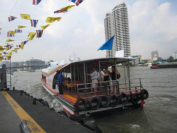 037搭船遊河.JPG