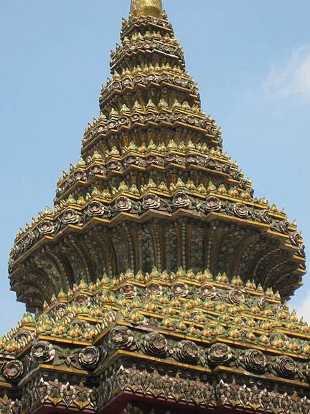048小小的尖塔屋頂看起來很繁複.JPG