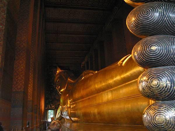 055臥佛全身1.46 公尺、高度為 15 公尺,是泰國最大的一尊臥佛.JPG