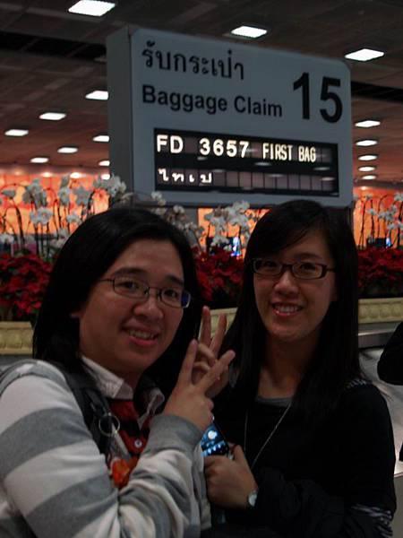 003抵達曼谷等行李中....時間快晚上10點了.JPG