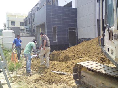 07圍牆地基開挖4.JPG