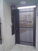 01鐵門.JPG