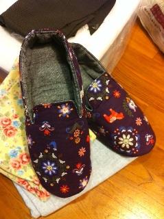 20110320芳的室內鞋.JPG