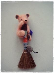 01小熊掃把.JPG