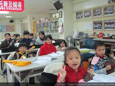 101台南市烏克麗麗 冬令營照片人數超多.